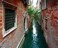 Kanalwasser Venedigs Italien Stockbilder
