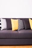 Kanapa z poduszkami Obrazy Royalty Free