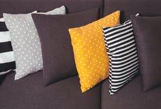 Kanapa z poduszkami Fotografia Royalty Free