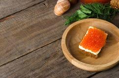 Kanapka łososiowego kawioru talerza kopii drewniana przestrzeń Fotografia Royalty Free