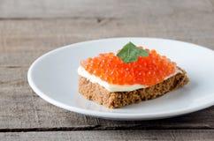 Kanapka kawioru bielu talerza łososiowy masło Fotografia Royalty Free