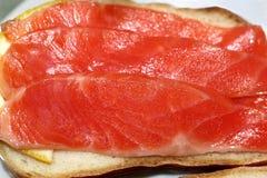 Kanapka z czerwieni ryba pstrąg Zdjęcie Royalty Free