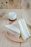Kanapka z mlekiem na drewnianym tle Fotografia Stock