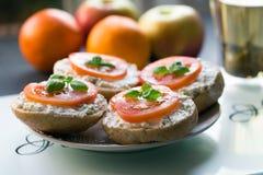Kanapka z pomidorem na wierzchołku Fotografia Royalty Free