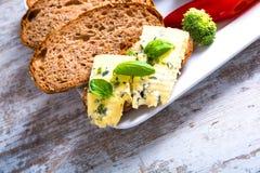 Kanapka z Roquefort serem i ciemnym chlebem Zdjęcie Stock