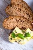 Kanapka z Roquefort serem i ciemnym chlebem Obrazy Stock