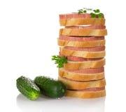 Kanapki, pietruszka i dwa zielonego ogórka, Obrazy Stock