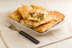 Kanapki w Armeńskim pita chlebie robić jajka, ser, pomidor i pietruszka, zdjęcie stock