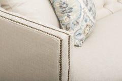 Kanapy świetlicowego krzesła kanapy klub, Lekkiej Beżowej tkaniny Kiciasty Świetlicowy krzesło, Stylowy Żywy Izbowy ręki krzesło, zdjęcia royalty free