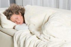 kanapy sypialna kobieta Obrazy Royalty Free