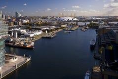 kanariefågeldocks över siktshamnplatsen Royaltyfri Fotografi