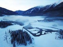 Kanas See im Winter Lizenzfreies Stockfoto