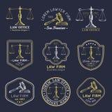 Kancelaria prawna logowie ustawiający z ważą sprawiedliwość, młoteczek ilustracje Wektorowy rocznika adwokat, adwokat etykietki,  ilustracji