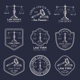 Kancelaria prawna logowie ustawiający z ważą sprawiedliwość, młoteczek ilustracje Wektorowy rocznika adwokat, adwokat etykietki,  ilustracja wektor