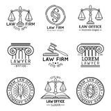 Kancelaria prawna logowie ustawiający z ważą sprawiedliwość, młoteczka etc ilustracje, Wektorowy rocznika adwokat, adwokat przyle royalty ilustracja