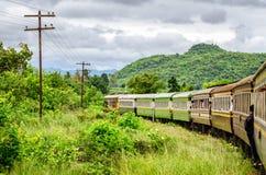 Kanchanaburi (Tailândia) a estrada de ferro da morte imagens de stock royalty free