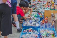 KANCHANABURI TAILANDIA - 4 DE FEBRERO: Gente no identificada selecta foto de archivo