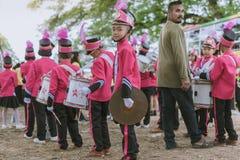 KANCHANABURI TAILANDIA - 18 DE JULIO: Banda tailandesa de la escuela encendido imágenes de archivo libres de regalías