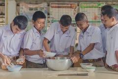 KANCHANABURI TAILANDIA - 21 GIUGNO: Confede non identificato degli studenti Fotografia Stock
