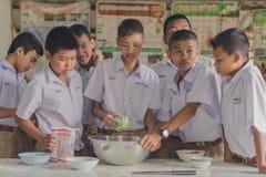 KANCHANABURI TAILANDIA - 21 GIUGNO: Confede non identificato degli studenti Immagini Stock