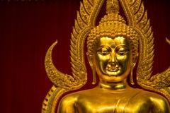 Kanchanaburi Tajlandia, Grudzień, -, 26, 2016: Złoty Buddha Sta Zdjęcia Stock