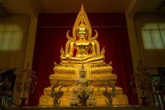 Kanchanaburi Tajlandia, Grudzień, -, 26, 2016: Złoty Buddha Sta Obrazy Royalty Free