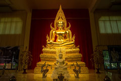 Kanchanaburi Tajlandia, Grudzień, -, 26, 2016: Złoty Buddha Sta Fotografia Stock