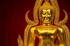 Kanchanaburi Tajlandia, Grudzień, -, 26, 2016: Złoty Buddha Sta Zdjęcie Royalty Free