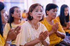 KANCHANABURI TAJLANDIA, LIPIEC - 26: Niezidentyfikowani nauczyciele i stadnina obrazy royalty free