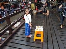 KANCHANABURI TAJLANDIA, LISTOPAD, - 25: niezidentyfikowana Birmańska dziewczyna Zdjęcia Royalty Free