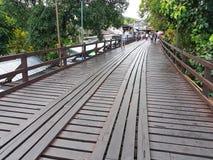 KANCHANABURI TAJLANDIA, LISTOPAD, - 25: stary drewniany Mon most Obraz Stock