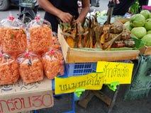 KANCHANABURI TAJLANDIA, LISTOPAD, - 26: Tajlandzki tradycyjny jedzenie i Obraz Stock