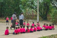 KANCHANABURI TAJLANDIA, LUTY - 23: Niezidentyfikowany dzieciaka ćwiczenie Obraz Royalty Free