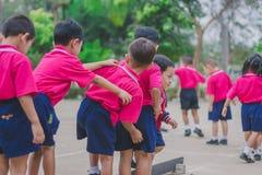 KANCHANABURI TAJLANDIA, LUTY - 23: Niezidentyfikowany dzieciaka ćwiczenie Obrazy Stock