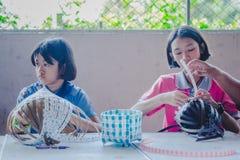 KANCHANABURI TAJLANDIA, LUTY - 21: Niezidentyfikowany Lokalny instruc Zdjęcie Stock
