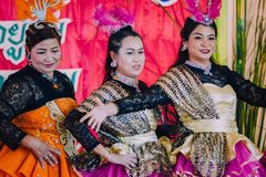 KANCHANABURI TAJLANDIA, WRZESIEŃ - 28: Unidentiffied kobiety te obraz royalty free
