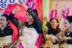 KANCHANABURI TAJLANDIA, WRZESIEŃ - 28: Unidentiffied kobiety te zdjęcia royalty free