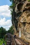 KANCHANABURI, TH - 13-ОЕ НОЯБРЯ: Линия железнодорожная Вторая Мировая Война место была записана в всемирной истории 13-ое ноября  Стоковое фото RF