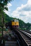 KANCHANABURI, TH - 13 DE NOVIEMBRE: La línea guerra mundial ferroviaria 2 el lugar fue registrada en historia de mundo 13 de novi Imagen de archivo
