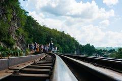 KANCHANABURI, TH - 13. NOVEMBER: Linie Bahnweltkrieg 2 der Platz wurde in der Weltgeschichte notiert 13. November 2016 in Kanchan Stockbilder