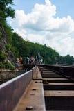 KANCHANABURI, TH - 13 NOVEMBER: Wereldoorlog 2 werd van de lijnspoorweg de plaats geregistreerd in wereldgeschiedenis 13 november Royalty-vrije Stock Foto's
