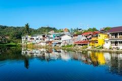Kanchanaburi, Thaïlande - 13 décembre 2017 : Vue du beau village d'E-lanière, Pilok, parc national de Pha Phum de lanière, Kancha Photographie stock