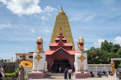 Kanchanaburi, Thailand - 13 Augustus 2017: Phuthakayapagode, de bouworiëntatiepunt van Bodh Gaya van sangkhlaburi stock foto's