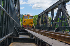 Kanchanaburi Thailand, Czerwiec, - 26,2017: Koloru żółtego pociąg Żadny 4403 ru Obraz Royalty Free