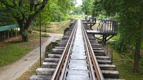 Kanchanaburi Thailand - dödjärnvägsspår Arkivfoto
