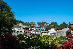 Kanchanaburi, Thailand - December 13, 2017: Mening van mooie het e-Leren riem dorp, Pilok, het Nationale Park van Leren riempha P Stock Afbeelding