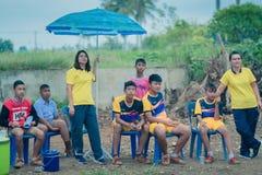 KANCHANABURI THAILAND - JULI 19: Niet geïdentificeerde Studenten en thee stock foto's