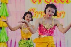 KANCHANABURI THAILAND - JUNI 14: De niet geïdentificeerde studenten presteren Royalty-vrije Stock Fotografie