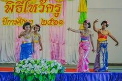 KANCHANABURI THAILAND - JUNI 14: De niet geïdentificeerde studenten presteren Stock Foto