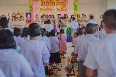 KANCHANABURI THAILAND - JUNI 14: De niet geïdentificeerde studenten verfraaien Stock Fotografie
